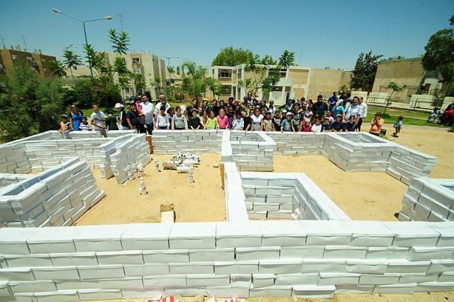 בניית דגם של בית המקדש ענק