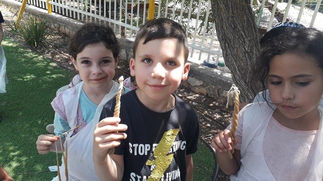 ילדים יוצרים נר הבדלה