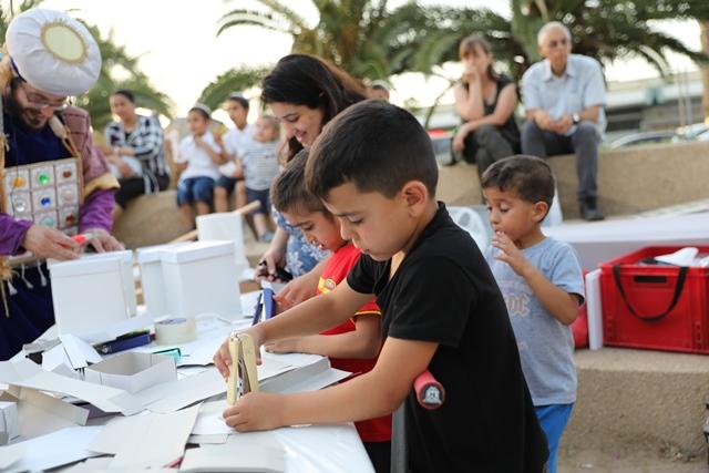 ילדים מכינים לבנים לבית המקדש